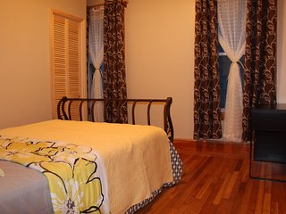 NEW Cozy 3BR w/ Free Street Parking 10 min to Downtown/12 min Walk to T-Station. - Boston vacation rentals