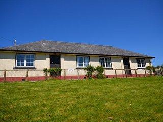 Bright 2 bedroom Ballantrae Cottage with Internet Access - Ballantrae vacation rentals