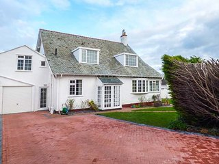 DARTANS, detached, en-suite, woodburner, dog-friendly, Penrhyn Bay, Ref 30223 - Penrhyn Bay vacation rentals