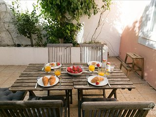 Lovely Condo with Wireless Internet and Microwave - Lisboa vacation rentals