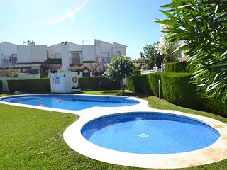 Nice Villa with Washing Machine and Shared Outdoor Pool - Miami Platja vacation rentals