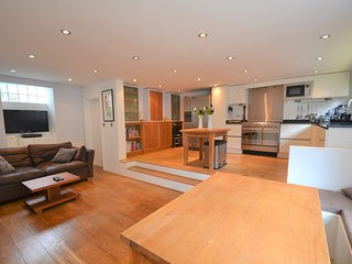 Family-Friendly Mews House in London! - London vacation rentals