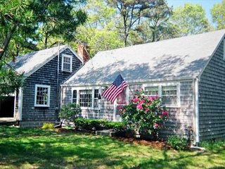 IDYLLIC RETREAT NEAR NICKERSON PARK AND PONDS!  PET FRIENDLY! - Brewster vacation rentals