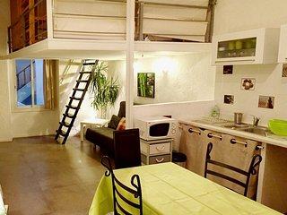 Superbe studio meublé 35m2 Vieux-Nice - Nice vacation rentals