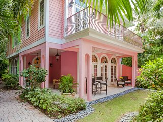 Gorgeous, relaxing, and newly decorated 4 bedroom home with private dock. Sunsets on the beach! - Captiva Island vacation rentals