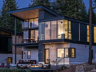 Modern Luxury ski-in/out Residence Mid-Mountain near Ritz at Tahoe - Truckee vacation rentals