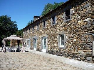 Chambres d'hotes au coeur de la nature, lac de Grandval - Chaudes-Aigues vacation rentals