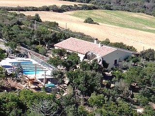 villa con piscina panoramica privata immersa nel verde - Palau vacation rentals