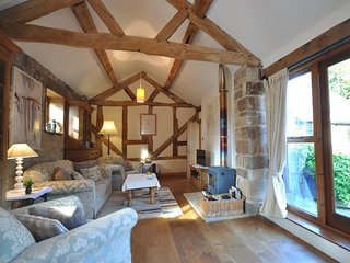 Charming House with Internet Access and Fireplace - Hodnet vacation rentals