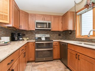 Red Fox Town home - Steps from clubhouse, 3 miles to Keystone, Sleeps 9! - Dillon vacation rentals