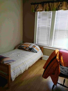 Clean Main Floor Room With Washroom - Windsor vacation rentals