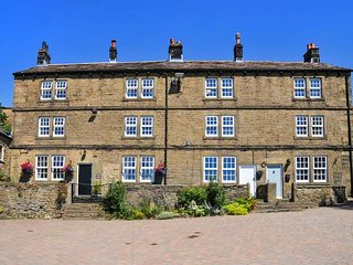 SIX BOBBINS, second floor, all one level, pet-friendly, private lawned area - Stocksbridge vacation rentals