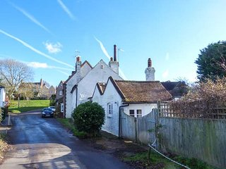 BLYTHE COTTAGE, woodburner, WiFi, pretty garden, in Piddinghoe near Newhaven - Newhaven vacation rentals