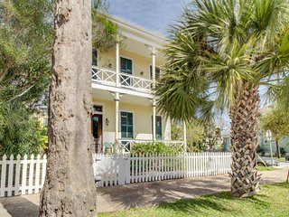 Charming, historic Texas home with modern conveniences! - Galveston Island vacation rentals