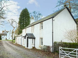 BANNATYNE LODGE, detached, woodburner, pet-friendly, walking routes in the - Meigle vacation rentals