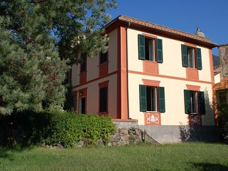 Villa tipica tra mare e monti, vicino a Sestri Levante, Portofino, Cinque Terre - Casarza Ligure vacation rentals