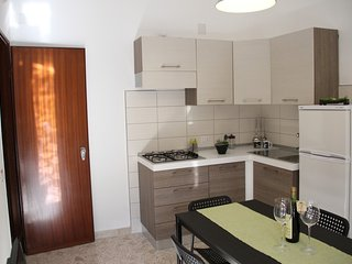 Cosy apartment only 5 minutes to the beach - Cefalu vacation rentals