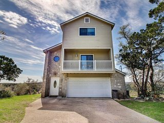 Spacious home w/valley & lake views & lots of natural light from tall windows! - New Braunfels vacation rentals