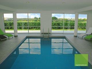 Villa Enora avec piscine intérieure chauffée toute l'année 100 m de la mer Spa - Sibiril vacation rentals