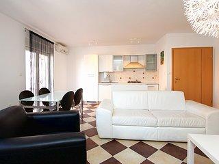 Bright 2 bedroom Liznjan Apartment with Internet Access - Liznjan vacation rentals