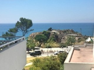 V S 206 - 2 bedroom apartment, beach front, excellent view - Praia da Rocha vacation rentals