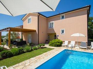Bright 5 bedroom Brtonigla House with Internet Access - Brtonigla vacation rentals