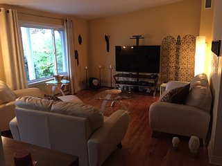 Cozy 2000ft House w Inground Pool - Brossard vacation rentals