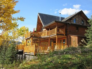Wavehill Estate - Luxury Retreat Accommodation - Seebe vacation rentals