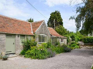 Lovely 1 bedroom House in West Pennard with Internet Access - West Pennard vacation rentals