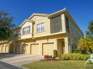 Sheer Bliss - Ground Floor condo with Courtyard view in Oakwater Resort - Kissimmee vacation rentals