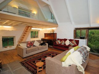 Charming House with Internet Access and Fireplace - Llanhennock vacation rentals