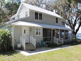 Secret Cove, 4 Bedroom, 2 Bath, Sleeps 12, Private 300 Foot Dock, River Front - East Palatka vacation rentals
