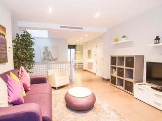 Amazing duplex with large private terrace in Sitges. - Sitges vacation rentals