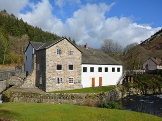 5 bedroom House with Internet Access in Glyn Ceiriog - Glyn Ceiriog vacation rentals