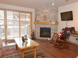 New rental. Crestwood 1 bedroom. Located slopeside in Snowmass with outdoor - Snowmass Village vacation rentals