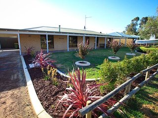 4 bedroom House with Washing Machine in Quindalup - Quindalup vacation rentals