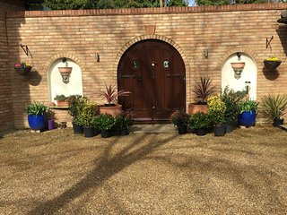 Weybridge/Walton Luxury Large Flat - Walton-On-Thames vacation rentals
