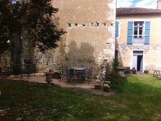 Ancien presbytere au coeur du village - Mauvezin (Gers) vacation rentals