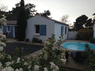 villa 6 pers, climatisée calme piscine privee proche plage et commerces - Grand Village Plage vacation rentals