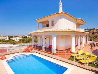 Villa CHRIS, Beautiful villa with pool, WiFi, AC, games room, close to beach - Albufeira vacation rentals