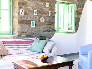 The Pumpkin House, traditional house in the picturesque village of Komi - Exomvourgo vacation rentals