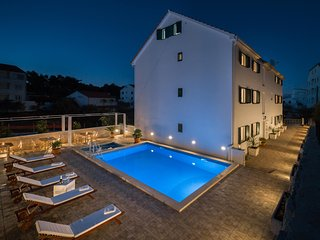 Apartmani La Perla 4  with indoor and outdoor pool and jacuzzi - Sutivan vacation rentals
