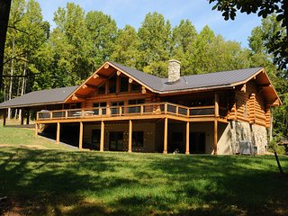 Poe's Lodge: 25 acres, VA wine country, total privacy! - Amissville vacation rentals