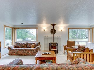 Spacious home w/game room, wet bar & more! Beach & shopping nearby! - Manzanita vacation rentals