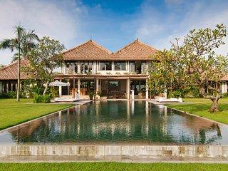 Villa Makanda 4 Bedroom Absolute Beachfront Villa - Pererenan vacation rentals