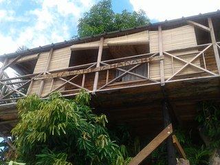 Grand Bungalow perché sur arbre, vue magnifique. Île Sainte Marie MADAGASCAR - Ile Sainte-Marie (Nosy Boraha) vacation rentals