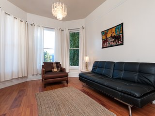 GORGEOUS 1 BEDROOM IN QUEEN VICTORIAN - Oakland vacation rentals