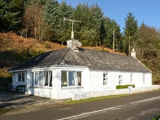 FISH HOUSE, ex-fisherman's cottage, 2 bath, pet-friendly, garden - Kirkcudbright vacation rentals