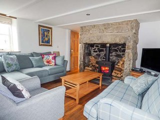 14 BOSCASWELL DOWNS, mid-terrace, woodburner, WiFi, pet-friendly, enclosed - Pendeen vacation rentals