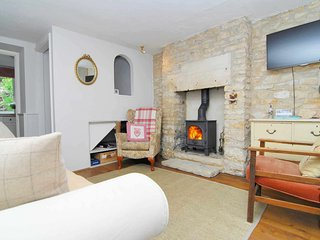 Bakers Cottage is at the end of a row of traditional Cotswold stone cottages - Minchinhampton vacation rentals